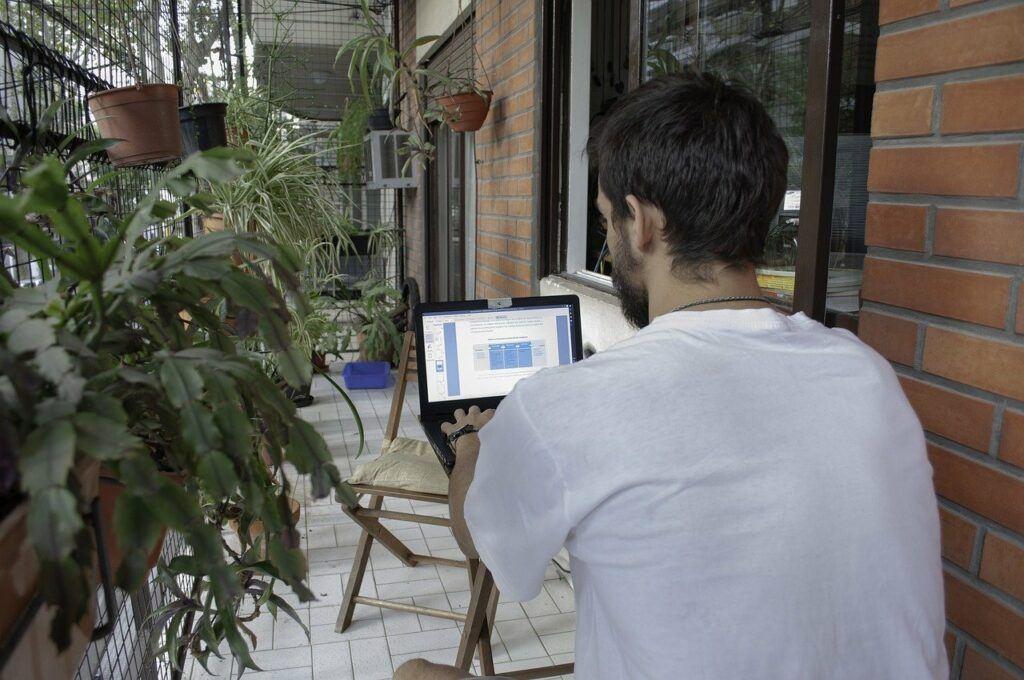 fiver VS upwork-work freedom